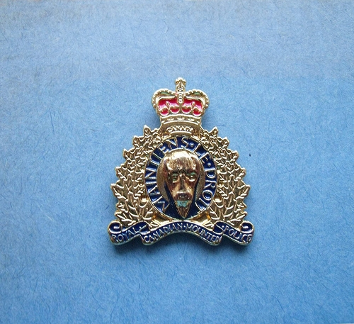 BADGE - Canada - FED - RCMP Royal Canadian Mounted Police lapel badge6