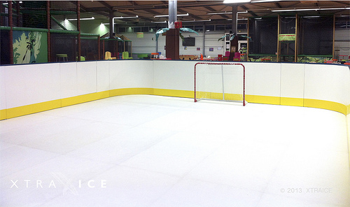 Patinoire cologique  Saintes. /  Synthetic ice rink in Saintes (France)
